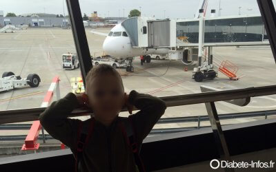 Voyager en avion avec une pompe à insuline et un système CGM